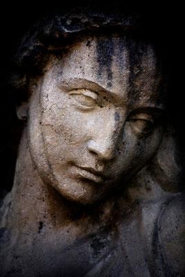 Traurigkeit in Stein - © Helga Jaramillo Arenas - Fotografie und Poesie / Mai 2015