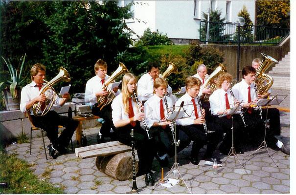 Platzkonzert am Pfarrzentrum 1986