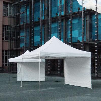 Zelte/Pavillons in unterschiedlichen Größen und Ausführungen