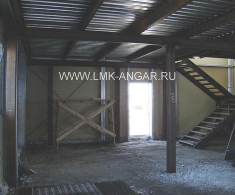 Устройство межэтажного перекрытия с лестницей из металлоконструкций.