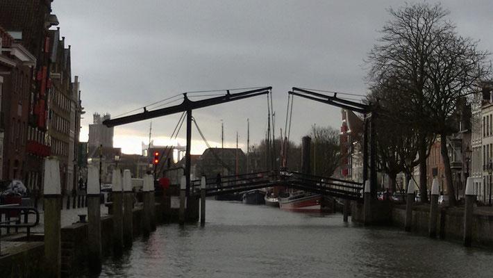 Damiate brug