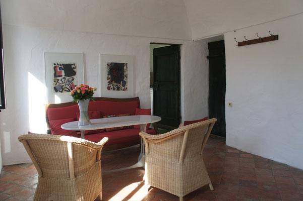 Ferienwohnung Dolcedo: de Sonnaz II, Wohnzimmer mit Barocksofa (Teil der Originalausstattung)