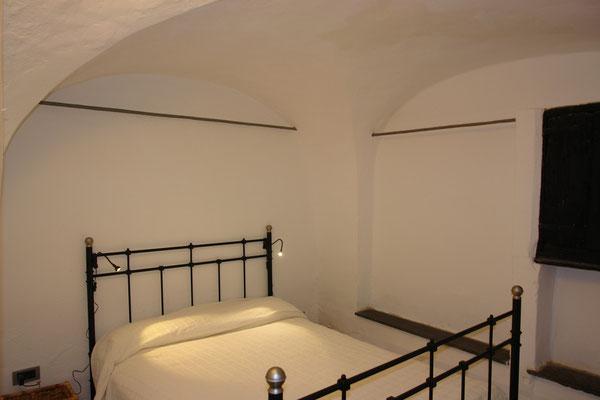 de Sonnaz I: Schlafzimmer 5 mit französischem Bett