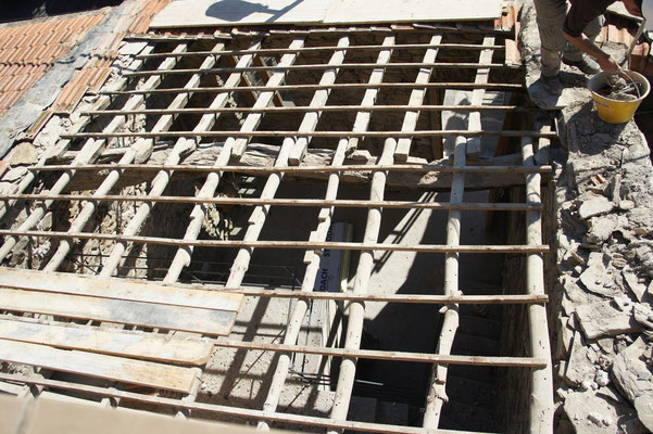 Fienile: Abbau alter Dachstuhl