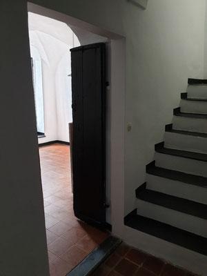 Trepp ins Obergeschoß, Eingang Küche