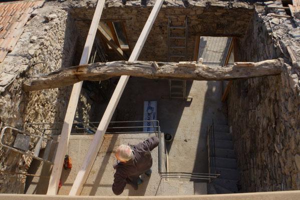 Fielile: Ausbau des alten, deider angefaulten Steineichenbalkens