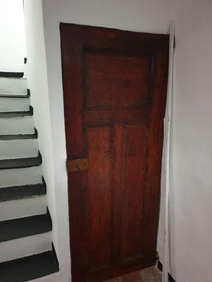 Treppe ins Obergeschoss, Türe zur Cantina