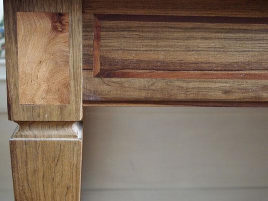 Bureau en bois de fraké, inscrustations d'orme et filets d'acajou