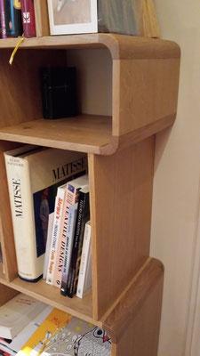 Bibliothèque en chêne massif, détail