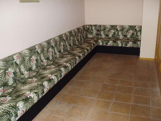 ハワイアン店舗内装作り付けソファー