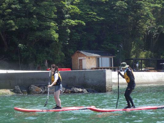 初めは湾内で立ち漕ぎの練習