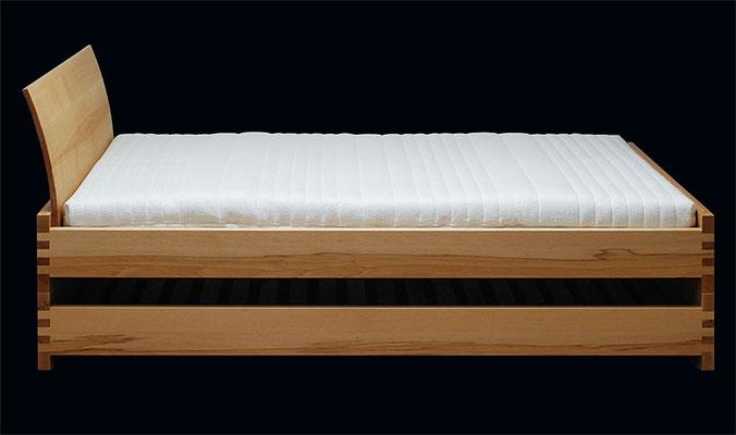 Holzart Kernbuche, mit eingesteckter Lehne, Gesamthöhe - gestapelt mit Lehne  ca. 86 cm
