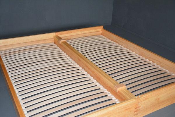 Holzart Erle, eingelegte Roll-Roste mit hochwertigen Federleisten in Buche