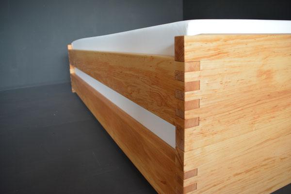 Holzart Erle, mit Rollrost 1 cm  und  18 cm starke Matratze  (bei dieser Kompination bis 20 cm starke Matratze möglich)