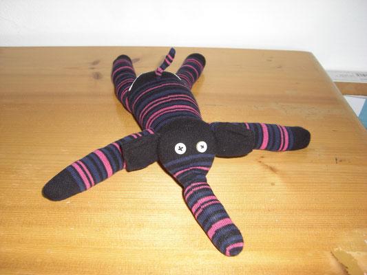 Sockenelefant, schwarz-pink gestreift