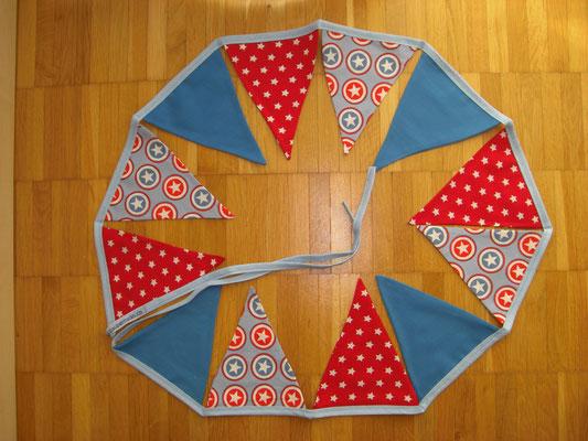 Wimpelkette, blau-rot Sterne und Kreise blau gestreift