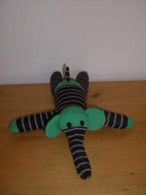 Sockenelefant, schwarz-grau gestreift mit grün
