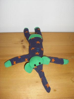 Sockenelefant, dunkelblau mit orangen Sternen und grün