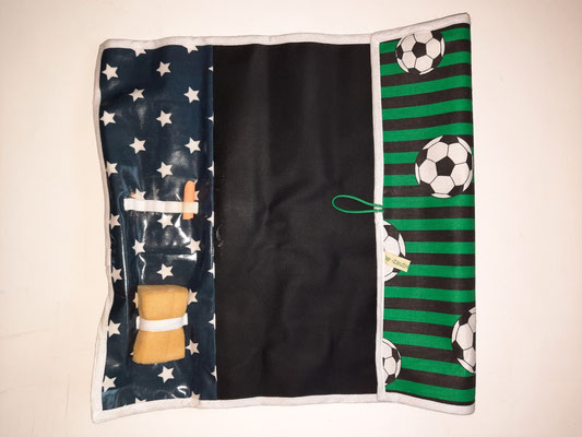 Tafel-to-go, grün-schwarz mit Fussbällen