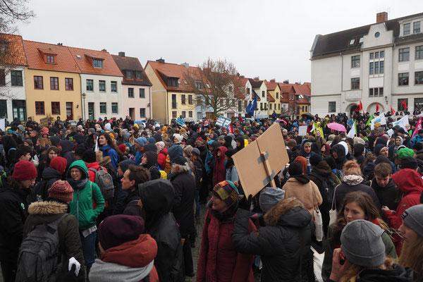 Es war kalt eisigkalt doch es kamen sehr viele zu Demo