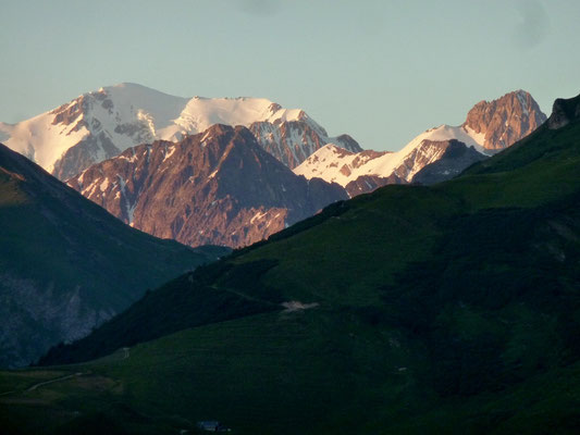 Cormet de Roselend 1 968 m, barrage de Roselend, Beaufortain (AU BOUT DES PIEDS)