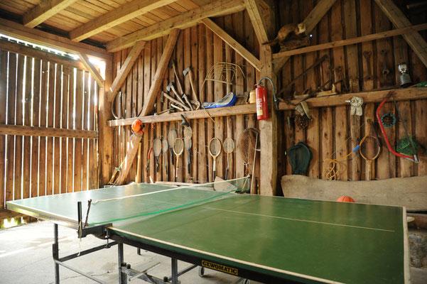 Tischtennisplatte in der Scheune