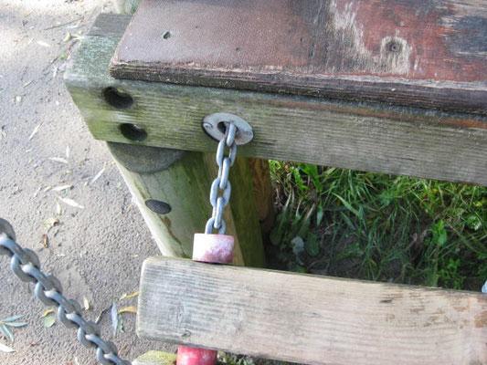 Fangstelle für den Fuß an beweglicher Hängebrücke