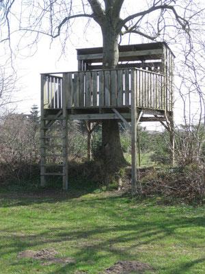 Mangelnder Fallschutz eines Baumhauses