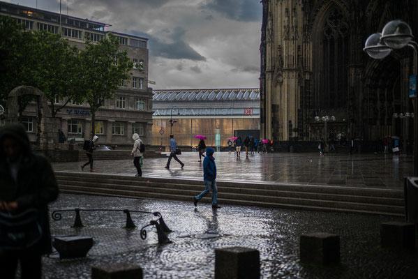 Domplatte bei Regen