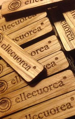 Le targhette in legno che identificano il nostro prodotto artigianale!