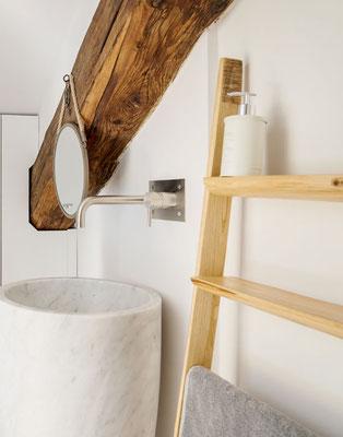 """La Scaletta """"Dressage"""" porta asciugamani e accessori da bagno in un delizioso Hotel di Milano"""