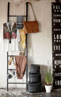 Una scala in legno per appendere borse, accessori ... e non solo!
