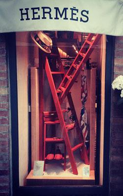 Le scale a pioli in vetrina... le utilizza anche Hermes ...