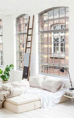 Una scala artigianale si adatta bene ad ogni loft originale!