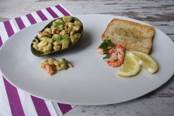 Gefüllte Avocado mit Flusskrebs-Chili-Salat - Pi mal Butter Mädchenvöllerei