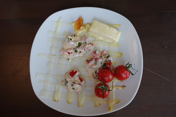 Gratinierter weißer Spargel mit Ziege- und Schafskäsetalern - Pi mal Butter Mädchenvöllerei