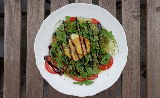 Tomate Mozzarella Salat gebacken Rucola Mädchenvöllerei Pi mal Butter Saarland Food Blog Rezept saarland