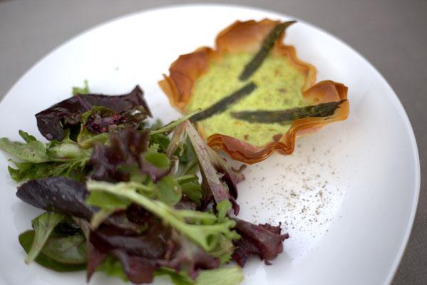 Mädchenvöllerei Pi mal Butter Foodblog Saarland Saarlouis Knusprige Spargel-Quiche mit Mangoldsalat