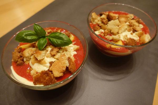 Erdbeer-Pfirsich-Trifle Pi mal Butter Mädchenvöllerei Foodblog Blogger Essen Kochen Rezepte Rezeptideen