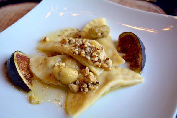 Pi mal Butter Mädchenvöllerei Rezept Food Blog Ravioli mit Maronen-Birnen Füllung an Haselnussbutter