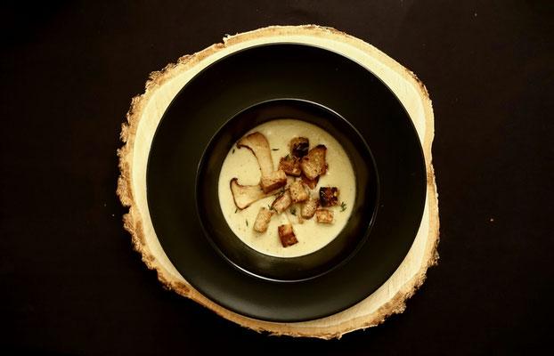 Pi mal Butter Mädchenvöllerei Food Blog Saarland Pilzsuppe mit Kräuterseitlingen und Thymiancroutons
