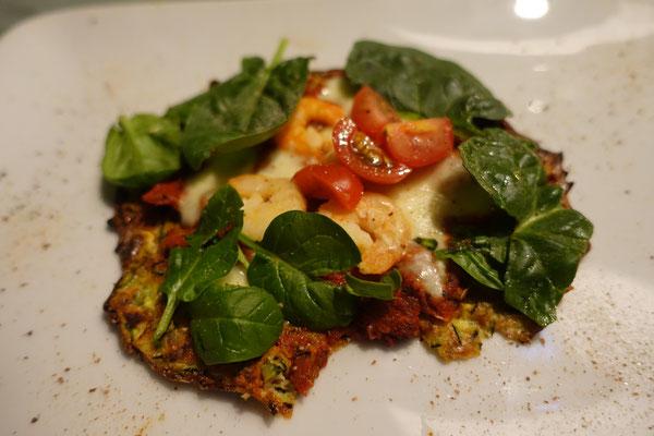 Zucchini-Pizza mit Garnelen und Spinat Rezepte lecker Pi mal Butter Mädchenvöllerei Saarland