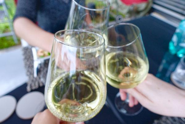Wein Weinzeit Stößchen Pi mal Butter Mädchenvöllerei