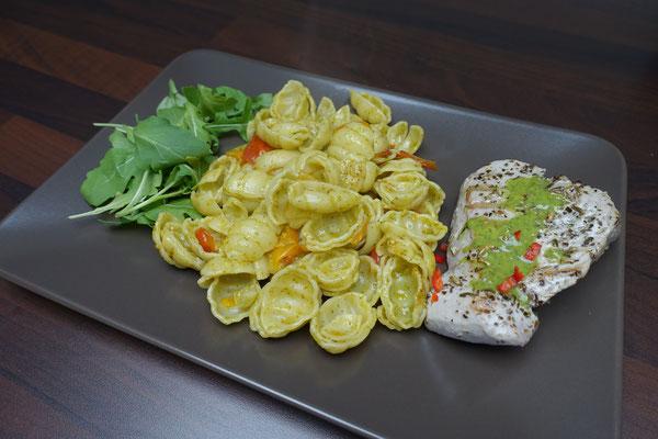 Thunfischsteak mit Muschelnudeln und Salsa Verde - Mädchenvöllerei Pi mal Butter