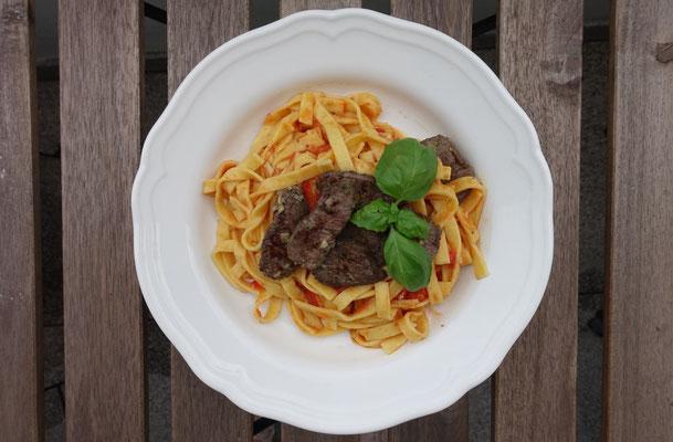 Mädchenvöllerei Pi mal Butter Saarland Food Blog Rezept Saarland Spaghetti Pasta mit Tomatensugo  Lammfilet