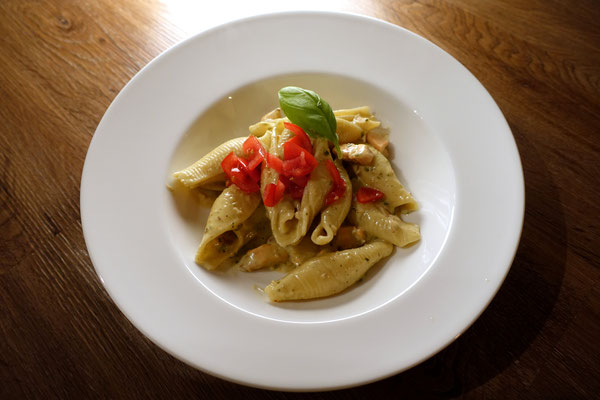 Muschelnudeln mit Lachs Spinat-Pesto Soße Rezept Blog Food Pi mal Butter Mädchenvöllerei Saarland