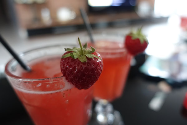 Begrüßungsdrink - Erdbeer Sekt - Mädchenvöllerei Pi mal Butter