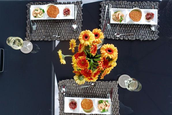Zucchinicremesuppe gesellt sich zu 2erlei Asiatisch gedeckter Tisch Pi mal Butter Mädchenvöllerei