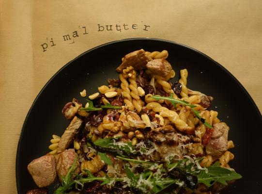Pasta mit Radicchio, Cranberries und Rinderfiletspitzen Mädchenvöllerei Pi mal Butter Food Blog Saarland Kochen Rezepte Cooking Cook