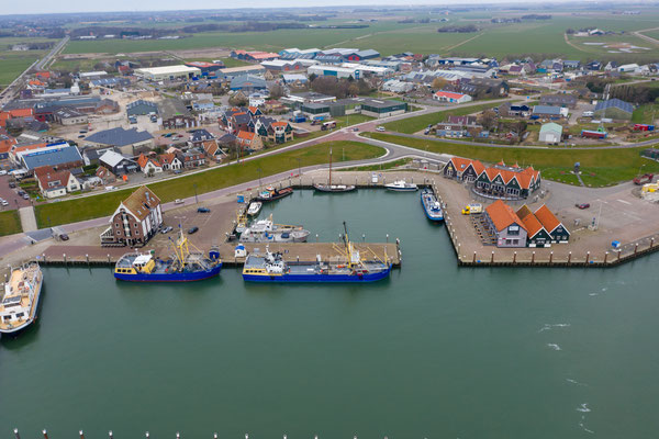 De haven van Oudeschild vanuit de lucht gezien.